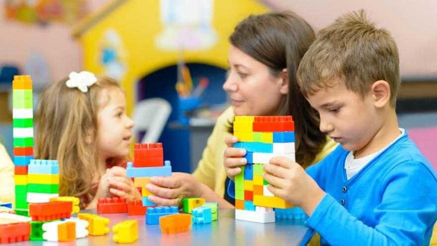 Role of Preschool Teachers in Children s Growth